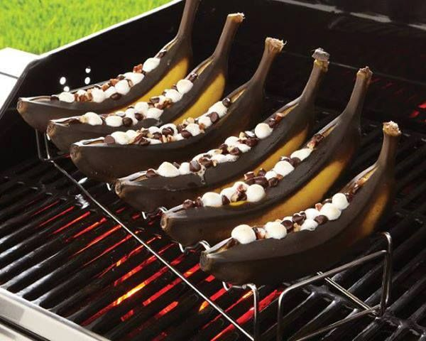 Grilled Banana Boats With Peanut Butter, Chocolate, And Marshmallows ...