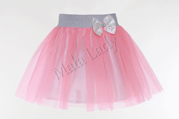 Balowa spódniczka wykonana z tiulu w kolorze jasno różowymoraz podszewką atłasową. Dzięki użytej gumie brokatowej spódniczka ładnie dopasowuje się do ciała, nie uciska. Idealnie nadaje się na różne bale i ważne uroczystości. Spódniczka tiulowa dostępna w wielu kolorach.