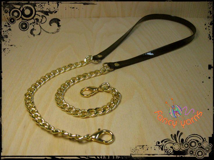 Tracolla in ecopelle nera e catena oro, cm.85 di Fancy yarns su DaWanda.com