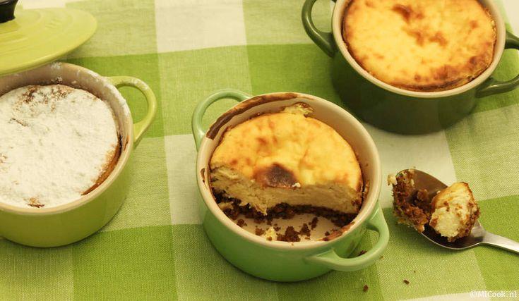 Heerlijke cheesecake uit een pannetje, de leuke, gezellige stoofpannetjes. Een heerlijk dessert of een fijne traktatie voor bij een kopje koffie of thee.