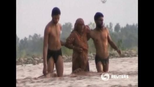 Flash flood rescue - Video Dailymotion