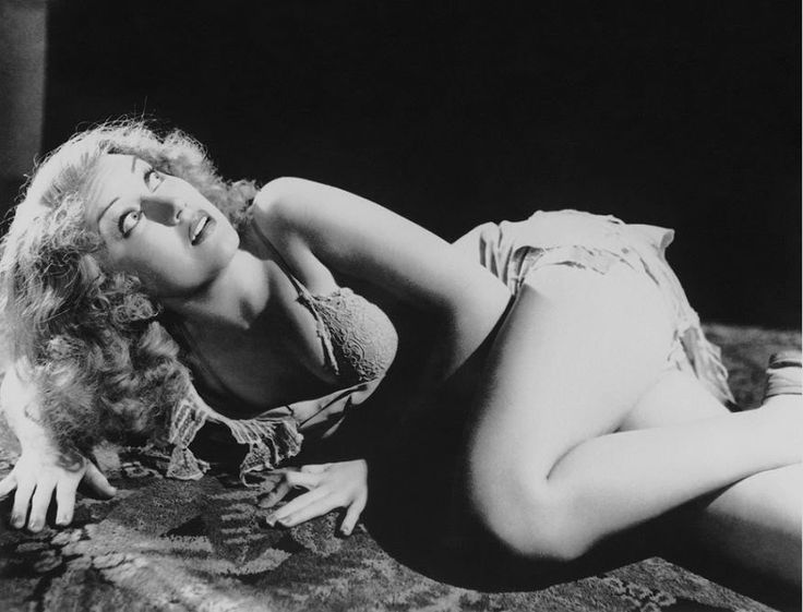 Fay Wray (born Vina Fay Wray; September 15, 1907 – August 8, 2004) was a Canadian-American actress most noted for playing the female lead in King Kong. Description from flickr.com. I searched for this on bing.com/images