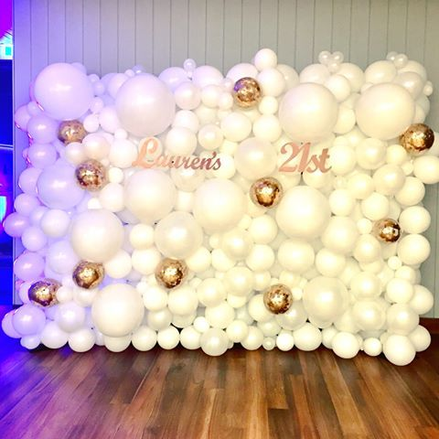 White with Rose gold confetti highlight Balloon wall, the perfect photo backdrop for a 21st birthday party     #balloonwall #whiteballoons #rosegold #21stbirthday #backdrop