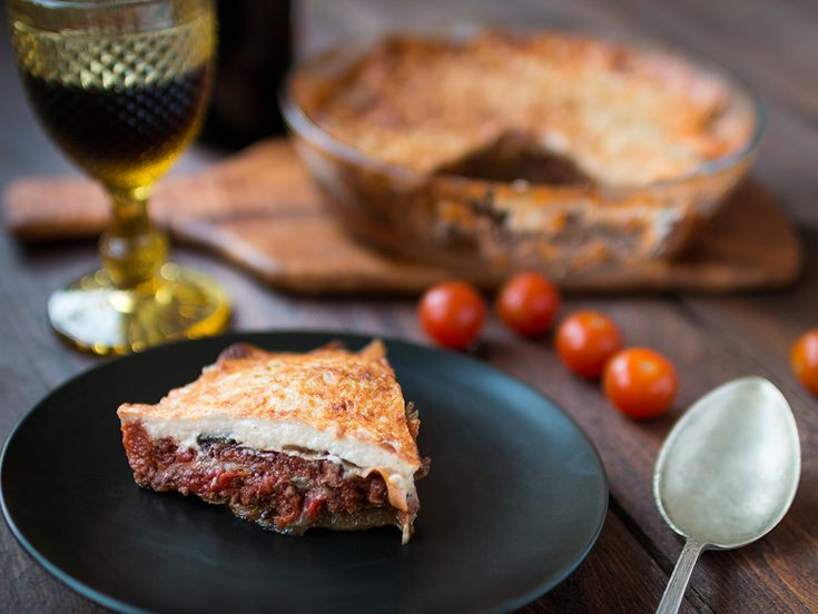 Homemade moussaka with ground beeth, eggplant and tomato sauce. Delicious step by step recipe!