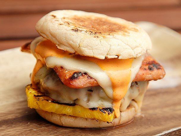 Hot Hawaiian Burgers (#Spam, Pineapple, Swiss, and #Sriracha Mayo). Aloha to ma belly!    #recipe