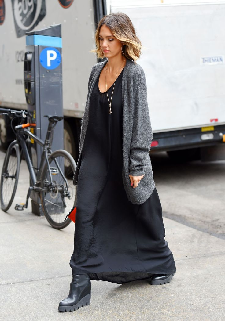 How do you pull off black in summer? THIS is how. Jessica Alba, slaying it.
