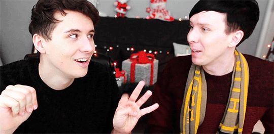 THIS WAS TOO PURE    Which Hogwarts House are Dan and Phil?! - POTTERMORE