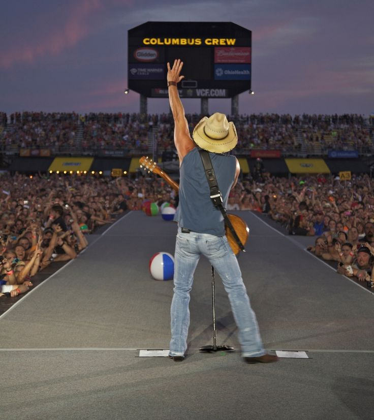 Kenny Chesney No Hat | Kenny Chesney, The summer party is in full swing as Kenny Chesney ...
