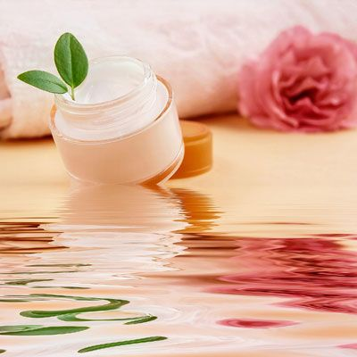 Rezept für Lippenpflege mit Jojobaöl - spendet trockenen Lippen viel Feuchtigkeit. www.ihr-wellness-magazin.de