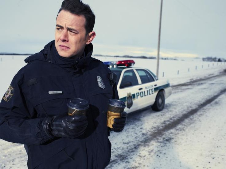 Gus Grimly (Colin Hanks).