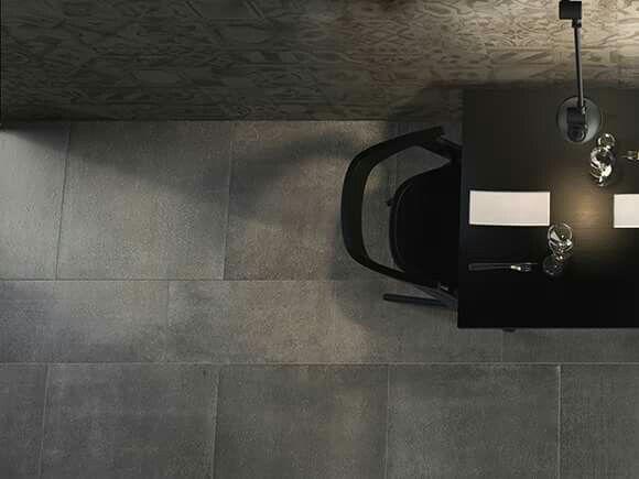 betonlook tegels in een hip interieur betontegels, betonlook tegels, kereamische betonlook tegels, grijze tegels, groot formaat tegels, modern interieur, trendy interieur, scandinavisch interieur, moderne vloertegel, groot formaat tegels, rechthoekige grijze tegels, vierkante grijze tegels