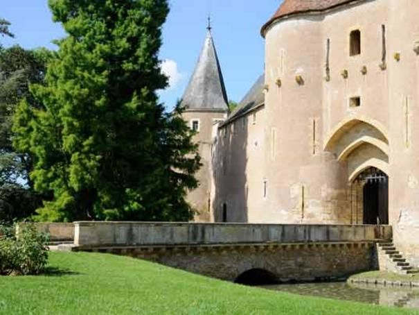 Château d'Ainay-le-Vieil - Trésors d'histoire - L'essentiel du Berry - Berry Province