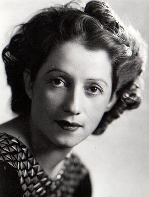 Consuelo en 1942 à Montréal.jpg