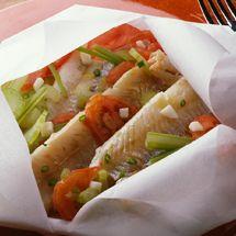 Recette de Filets de dorade en papillotes par Francine. Découvrez notre recette de Filets de dorade en papillotes, et toutes nos autres recettes de cuisine faciles : pizza, quiche, tarte, crêpes, Poissons, ...