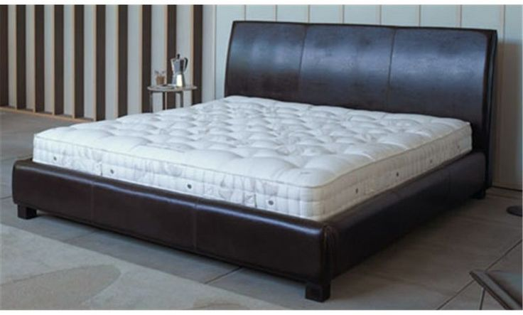 Vispring Bedstead Traditional Mattress Zipped & Linked - This Vispring Traditional bedstead mattress carries all the hallmarks of Vi-Spring quality - a heart of hand nested pocket springs, hand-laid layers of British fleece wool and cotton and two rows of genuine hand side-stitching.