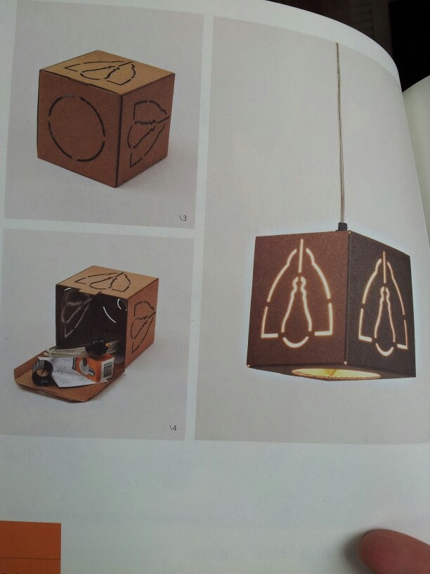 Simpele kartonnen lamp