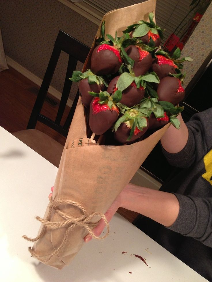 My boyfriend can anytime give me a bouquet of chocolate covered strawberries for my birthday.. Or Valentine's Day .. Or just any other day #chocolatelover