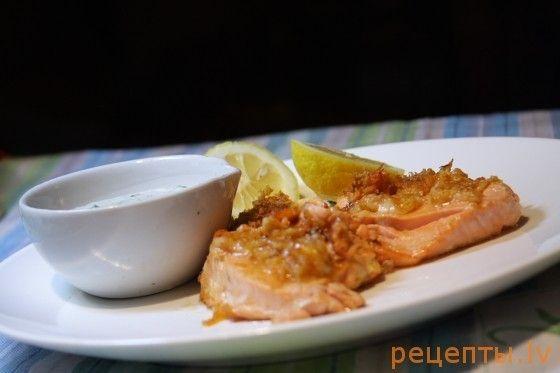 Жареный лосось с соусом тартар