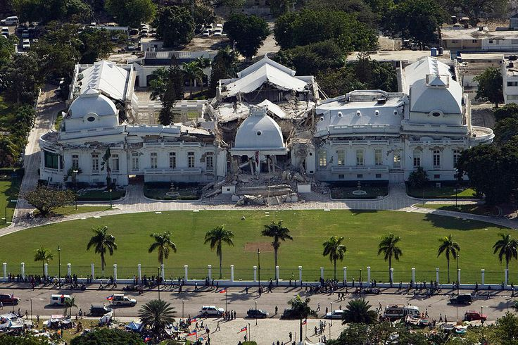 A view of the badly damaged presidential palace - the center portion formerly 3 stories tall - after an earthquake in Port-au-Prince, Haiti on January 13, 2010. (REUTERS/Eduardo Munoz) #