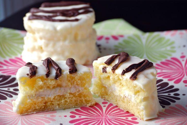 Copycat Little Debbie's Zebra Cakes. I've never been fond of the quality of the mass-produced Little Debbie's products but when they're homemade, well that's a whole different animal (so to speak!) Gonna give these a try!  #copycat
