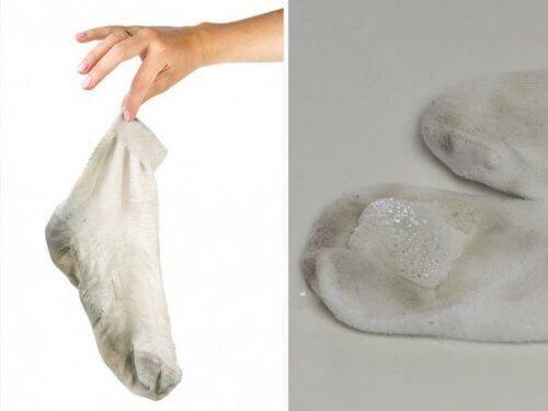 Τα 5 καλύτερα κόλπα για καθαρές, αστραφτερές κάλτσες