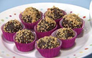 Veja como fazer o brownie de chocolate de tabuleiro com cobertura de brigadeiro cremoso do 'Fazendo a Festa'