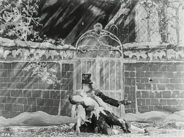 Charles Dickens'ın 'Kasvetli Ev' romanından esinlendiği düşünülen 111 yıllık film, British Film Institute (İngiliz Film Enstitüsü) arşivinden çıktı.