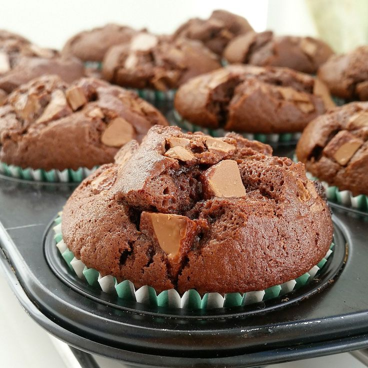 Stora saftiga amerikanska chokladmuffins med chokladbitar i. De är oemotståndligt goda. FABULOUS!!