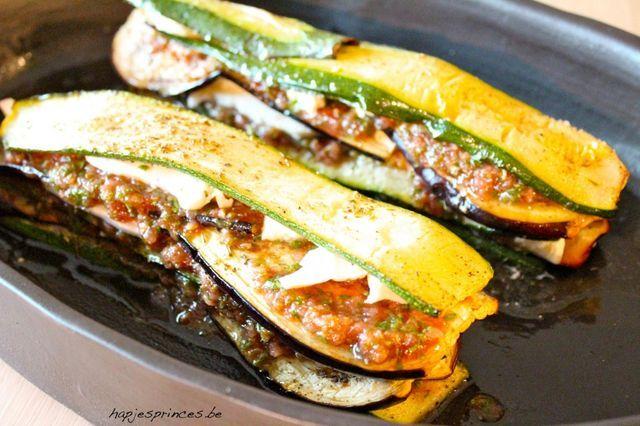 Tian van mozzarella, courgette, aubergine en tomaat van Pascale Naessens (Hapjes…