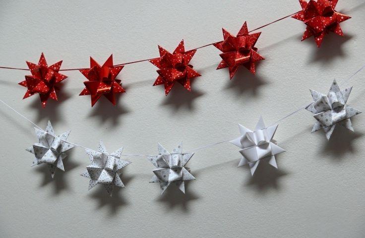 Girlandy+vánoční+červená+a+bílá+Velikost+hvězdičky+je+7+cm.+Na+girlandě+je+zavěšeno+7+hvězdiček,+lze+vyrobit+i+delší.+Můžete+zavěsit+na+zeď,+na+okno,+na+dveře,+na+skříňku,+na+poličku+nebo+za+zábradlí.+Každá+hvězdička+je+ručně+vyrobená.+Cena+za+1+ks+červené+a+1+ks+bílé.
