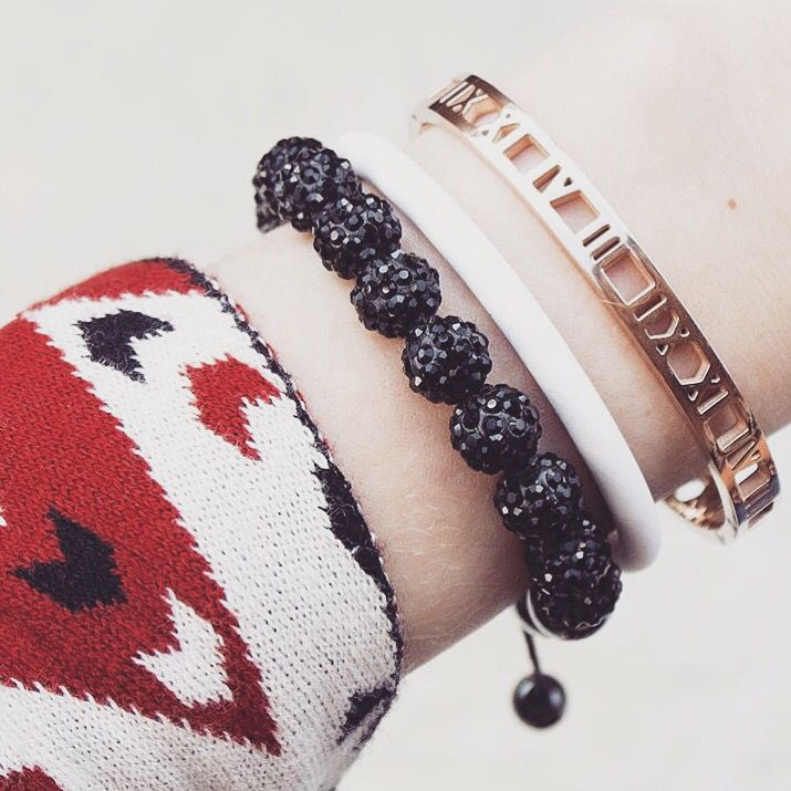 Good Balance's magnetic Shamballa bracelet in black and a white energy bracelet from our Casual collection. #goodbalance #energybracelets #healthbracelets #shamballa #magneticbracelets