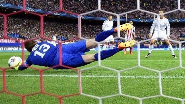 Jan Oblak zanotował dobry występ w UEFA Champions League • Atletico Madryt vs Real Madryt • Udane interwencje Oblaka • Zobacz >>
