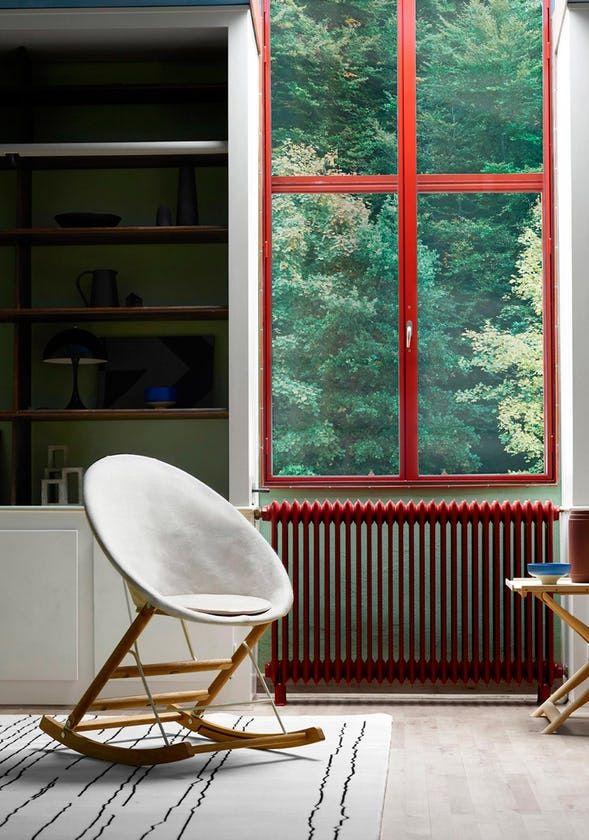 Den unge designers gyngestol er hans første samarbejde med Carl Hansen & Søn.