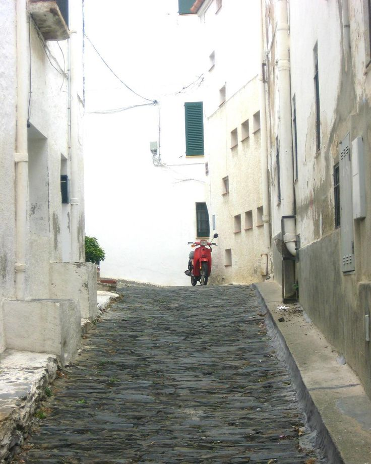 RED WESPA in the white city of Cadaqués #danishadventurer #travelblogger