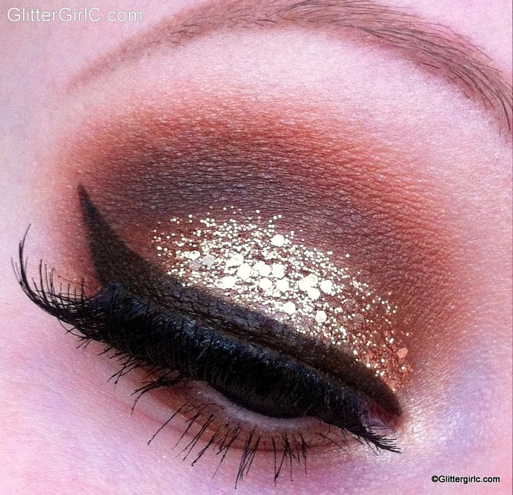 Glittery champagne New years eve makeup look