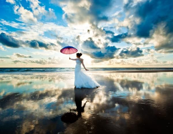 I own the sky - 50 Creative Ideas of Wedding Photography  <3 <3