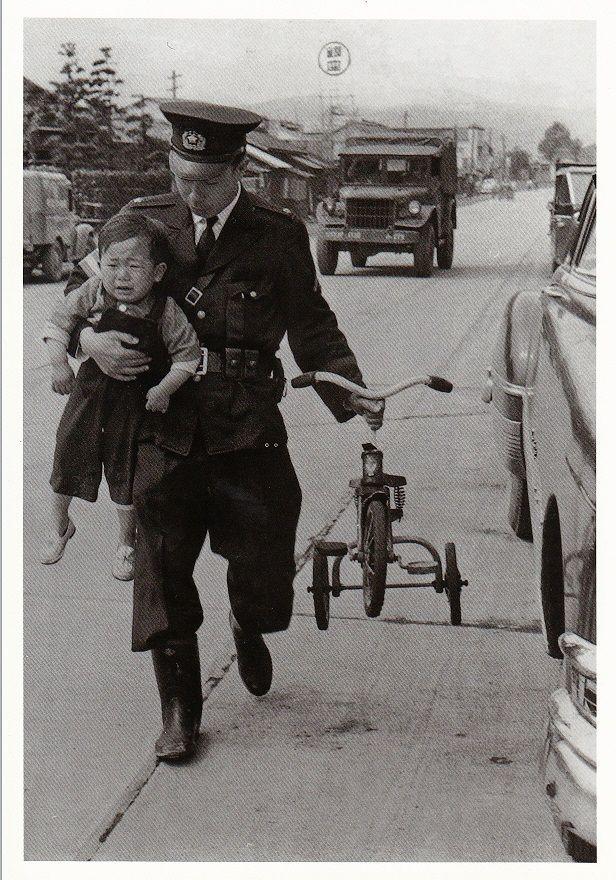 Photo by INOUE Kouji 井上孝治. Lost child. #Japan