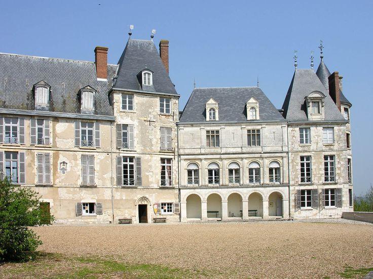 Château de Saint Brisson sur Loire - France #chambre d'hotes  #chateauneuf sur Loire #Loiret