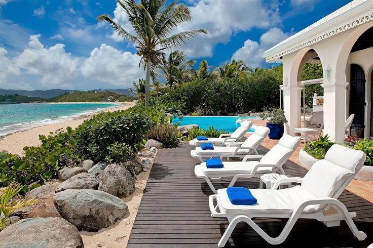 Villa La Mission is en imposante 4 slaapkamer strandvilla, gebouwd in de stijl van een Spaanse hacienda direct aan het mooie strand Baie Rouge St Maarten