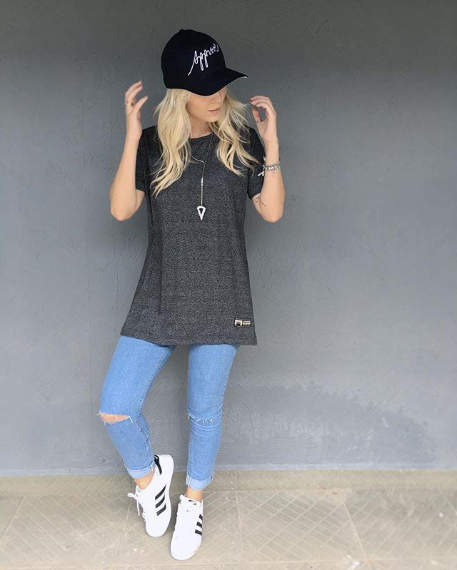 Today ✨ boné e camiseta com abertura na lateral, disponíveis no www.justapprove.com.br @justapprove