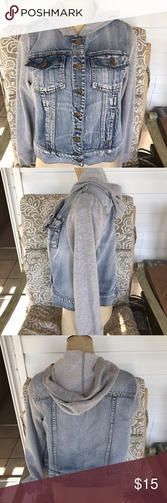 Joe boxer XL denim Jean jacket hoodie light wash Sweatshirt hoodie and sleeves on a denim bodice jacket in size juniors extra-large. Excellent used condition. Armpit to armpit laying flat it measures 19 inches across. Total link down middle of back measures 18.75 inches. Joe boxer Jackets & Coats Jean Jackets