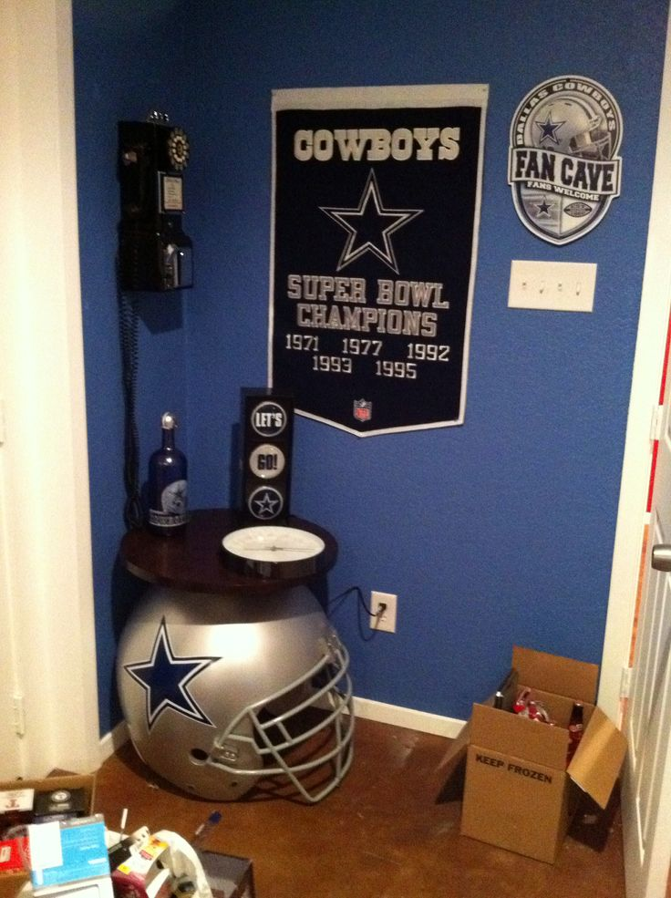 Dallas cowboys game room decor man cave ideas for Dallas cowboy bedroom ideas
