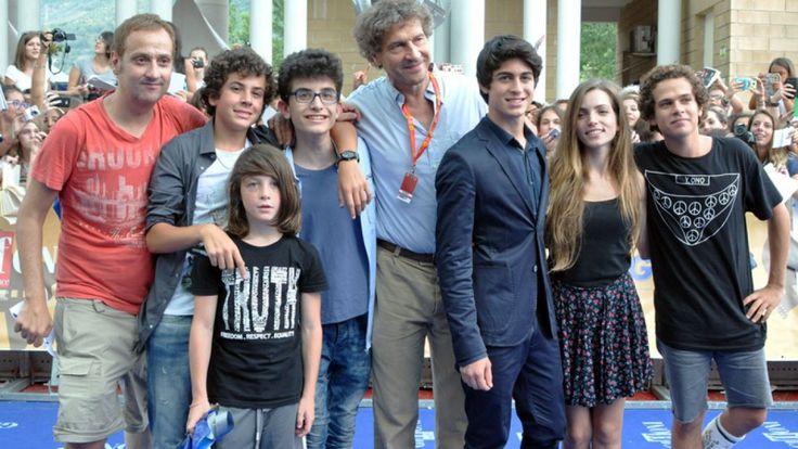 Giffoni Film Festival, Cinema, movies, Braccialetti rossi, Brando Pacitto with slc cast and crutches at Giffoni Film Festival 2014