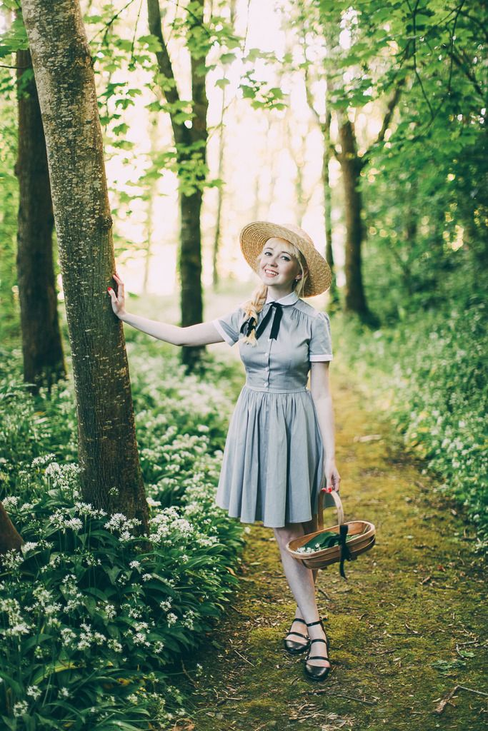 http://www.aclotheshorse.co.uk/2016/06/outfit-forest-forages-wild-garlic-pesto.html