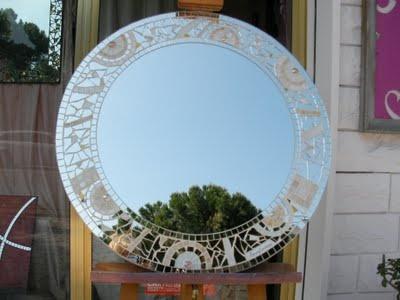 Avorio. specchio artistico a mosaico di vetro policromo  diametro cm 70  €300,00