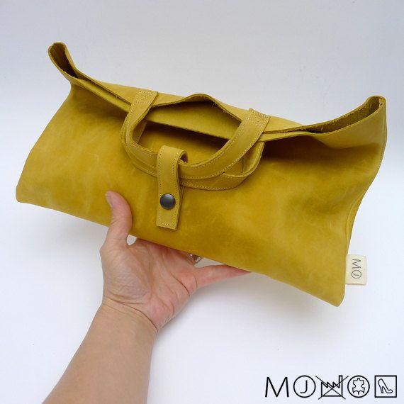 gevouwen Clutch / Handtas  geel leer van MariekeJacobs op Etsy, €69.00
