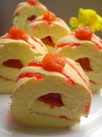 Yochana's Cake Delight! : Tomato Swiss Roll