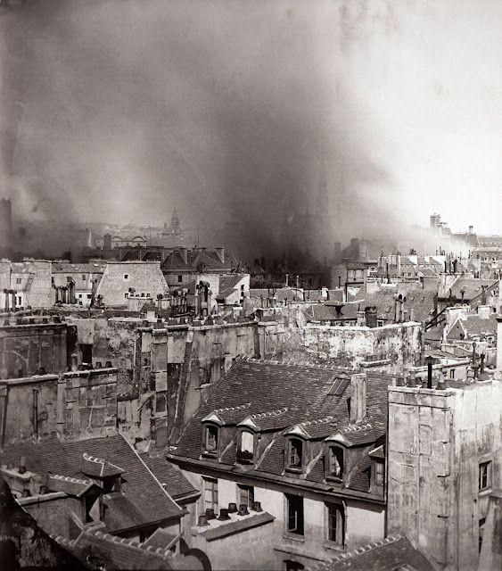 Paris 1871. La Commune. - En arrière plan, l'incendie de l'Hotel de Ville