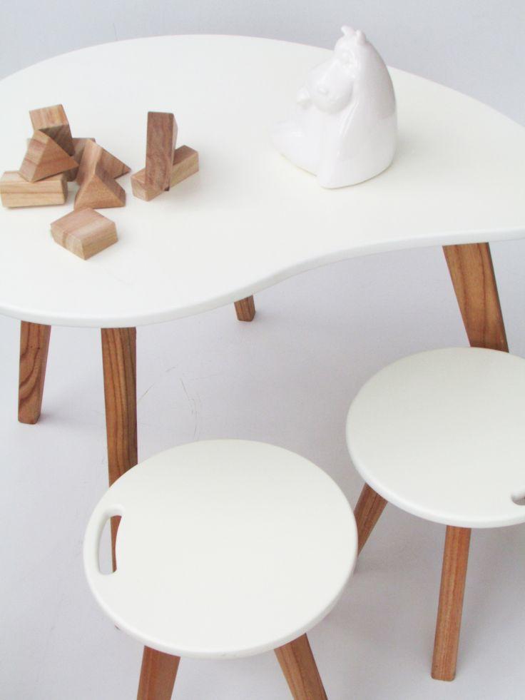 Juego de mesa y sillas laqueado de blanco con patas de madera! #Pehache1418 #baby&kids #deco #palermo