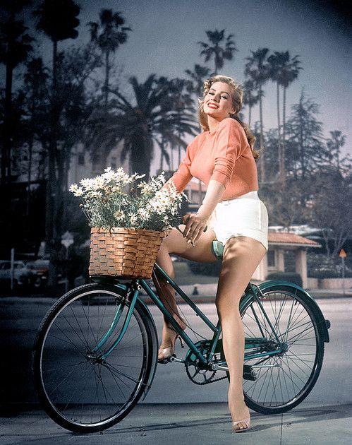 Anita Ekberg rides a bike <3